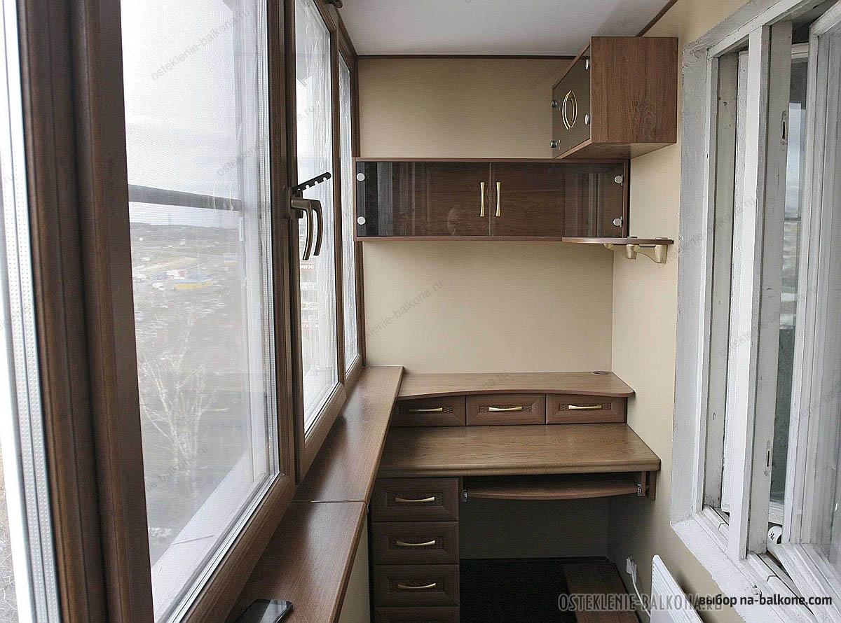 Угловой компьютерный стол с полками и ящиками: фото в интерь.