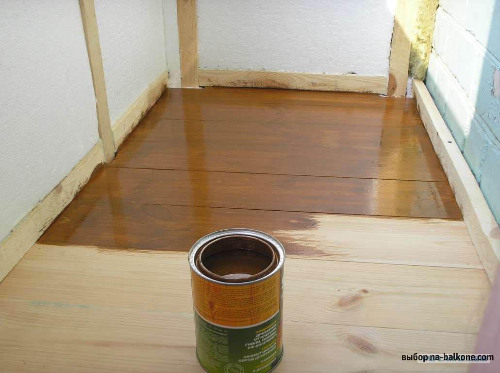 Чем покрыть деревянный пол на балконе.