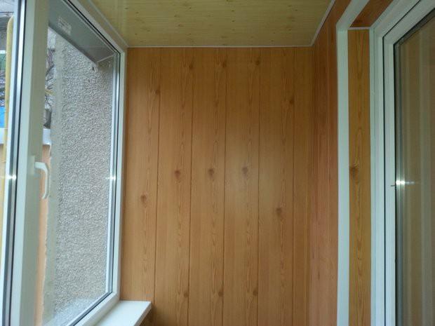 Бюджетная отделка балкона 2,7 кв.м панелями мдф под дерево -.