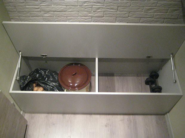 Отделка лоджии 1,5x2,5 м под кирпич с местами для хранения