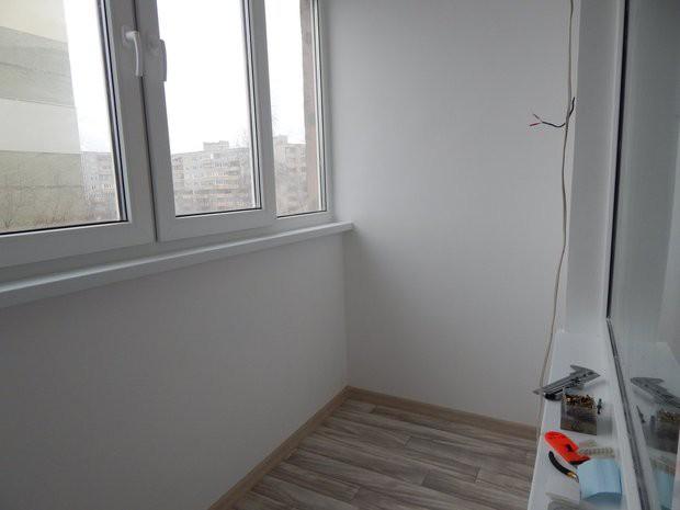 Утепление и отделка старого балкона 3,5 кв.м в белом цвете (.
