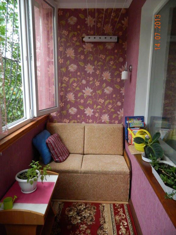 Уютный балкон 1,2 метра с самодельной мебелью и утеплением.