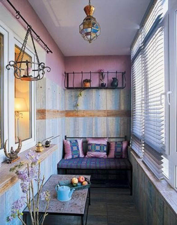 Нотки прованса на обычном узком балконе (сиренево-фиолетовые оттенки)