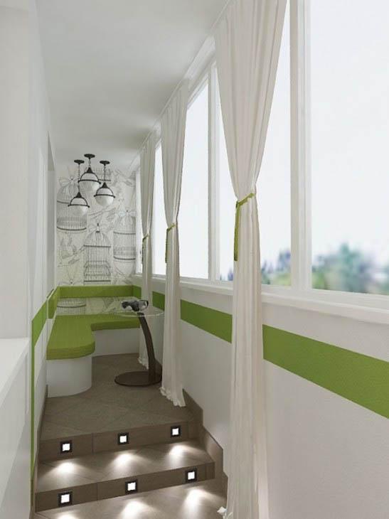 Подсветка и светлые тона расширяют пространство небольшого балкона