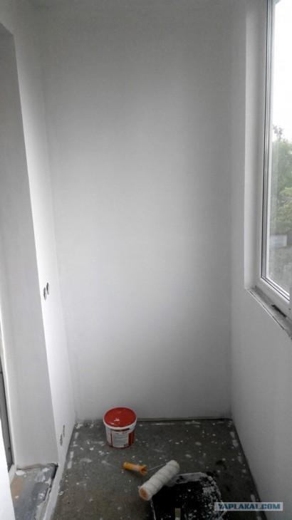 Балкон 3,5 кв.м. с рабочей зоной и оригинальными светильниками